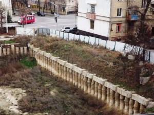 Котлован в центре Луганска