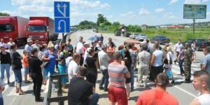 На Буковине солдатские матери перекрыли трассу